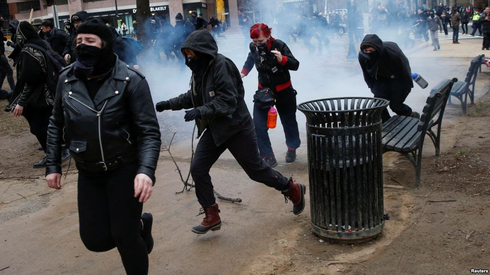 217 arrestados disturbios anti-Trump en Washington; serán sometidos hoy