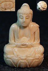 يوكامون الياباني الصغير بوذا (1.5 بوصات طويل القامة) - وقعه الفنان في أواخر القرن التاسع عشر