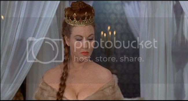 photo Hazel_Court_mort_rouge-1.jpg