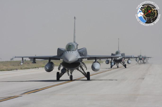 F-16 en fila