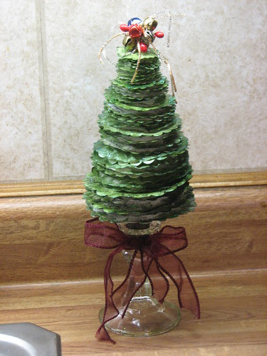 25 Days of Hand Crafted Gifts & Orn. - Vint Paper Christmas Tree 024