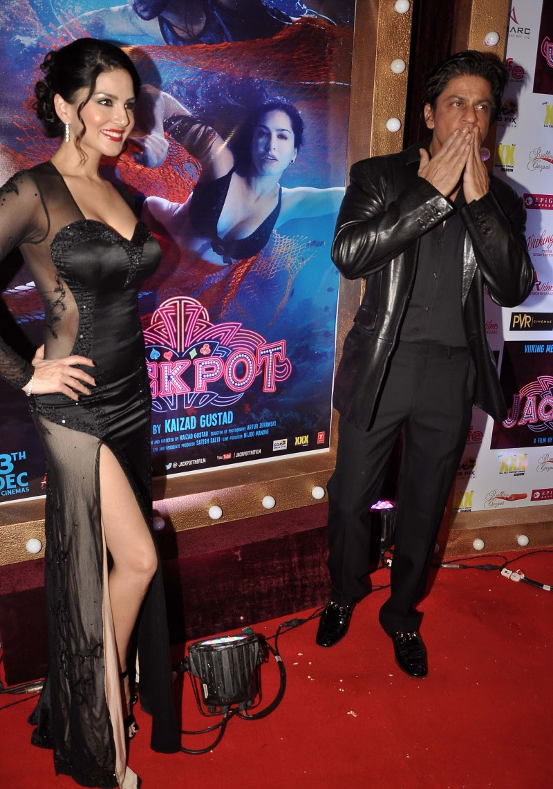 Sunny-Leone-Shah-Rukh-Khan-At-Jackpot-Movie-Premiere-Show-Image-Pictures-5