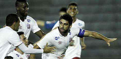 Meia Pedro Carmona voltou em alto estilo e marcou o gol da vitória do Náutico / Foto: Adalberto Marques/AGIF