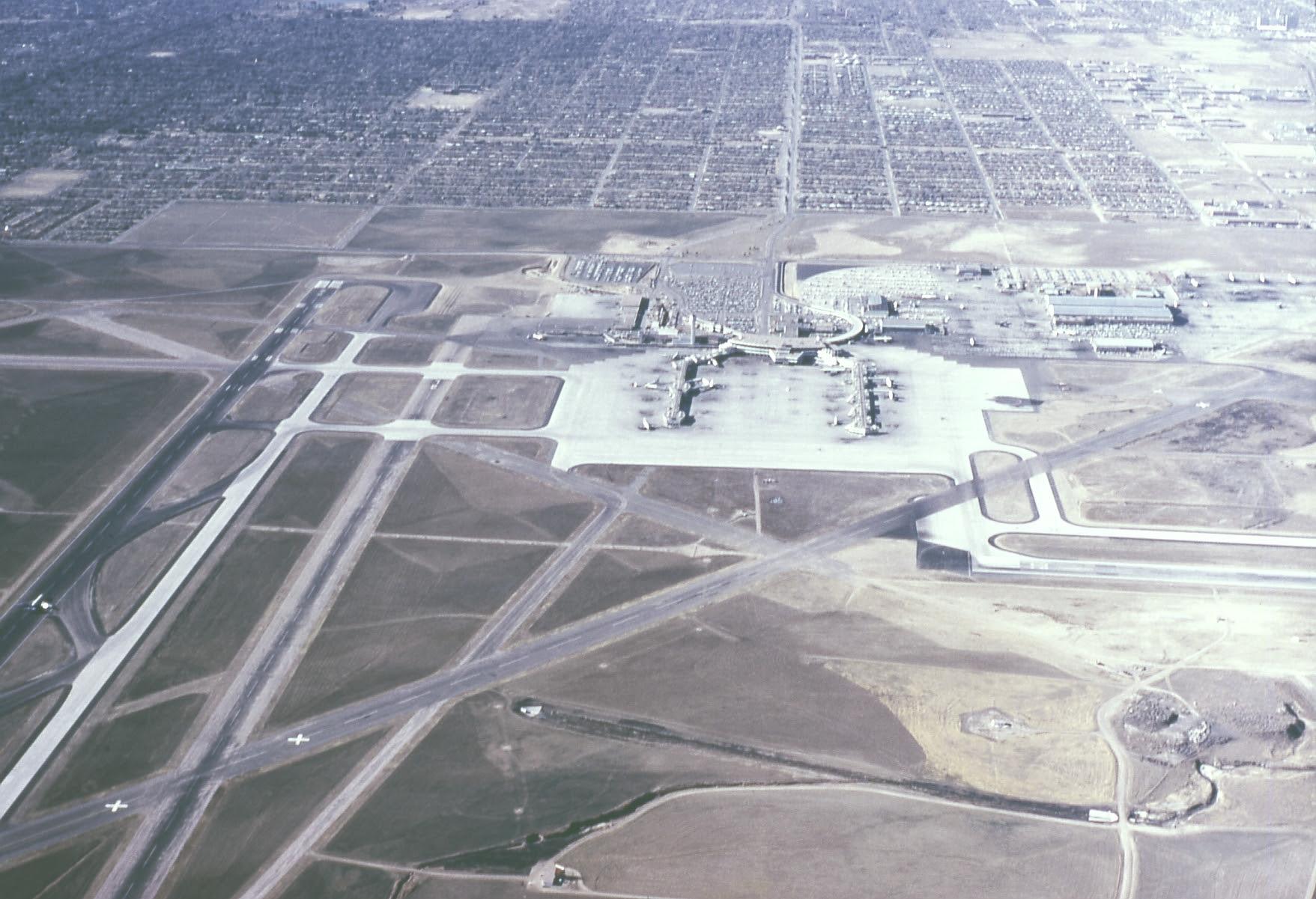Aeroporto Denver : L inquietante aeroporto di denver e i simboli apocalittici