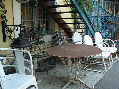tables et chaises à l'isle sur la sorgue.jpg