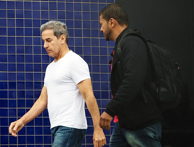 O ex-senador Luiz Estevão chega à Polícia Federal de São Paulo