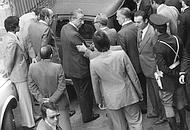 Nicola Ciocia dietro Cossiga il giorno del ritrovamento del cadavere di Aldo Moro