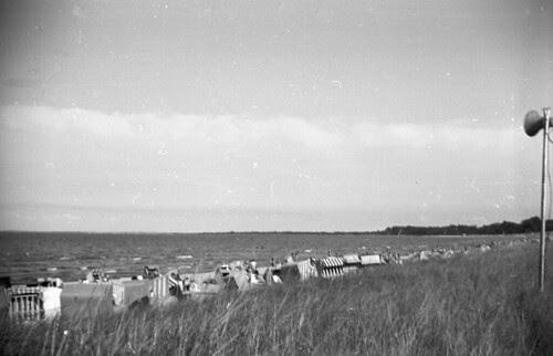 Beach Set Row of tents 02