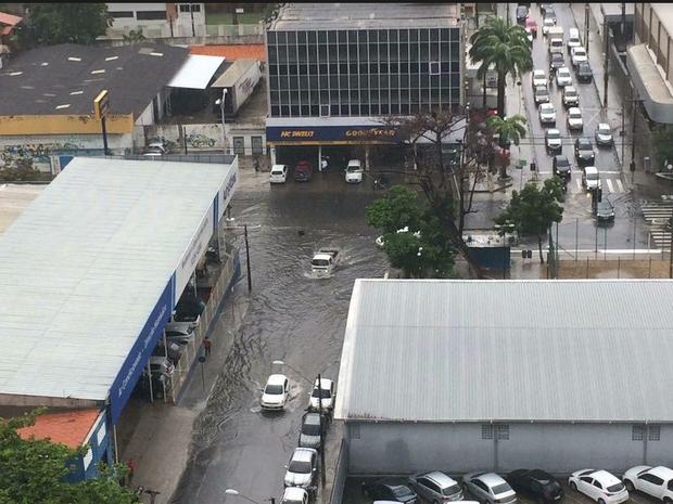 Com chuva, trecho em obras vira ponto de alagamento em Fortaleza (Foto: Ramon Garcia/Arquivo Pessoal)