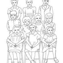 Dibujos Para Colorear Grupo De Alumnos Llegando A La Escuela Es