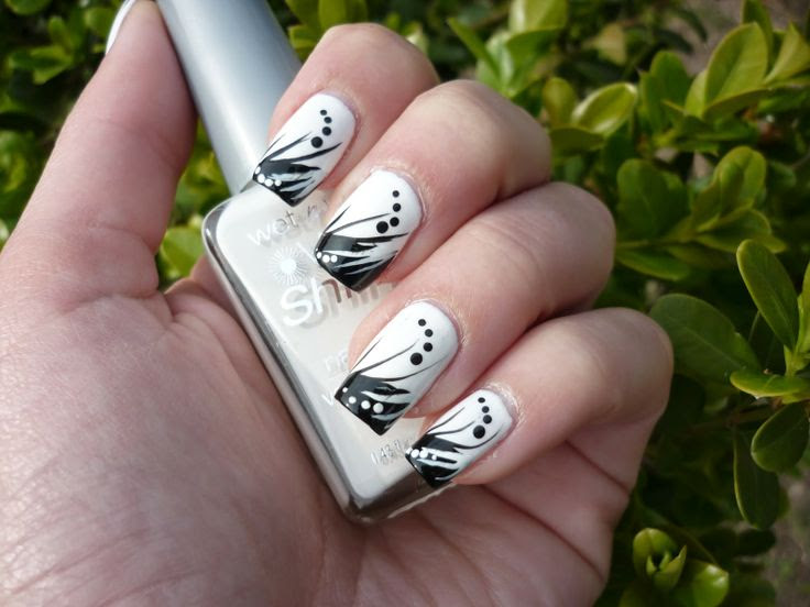 http://nailartbyrachele.blogspot.it/2014/05/nail-art-in-black-white.html