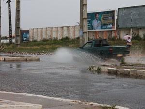 Áreas alagadas em Petrolina nesta segunda-feira (23) (Foto: Elizandro Oliveira/G1)