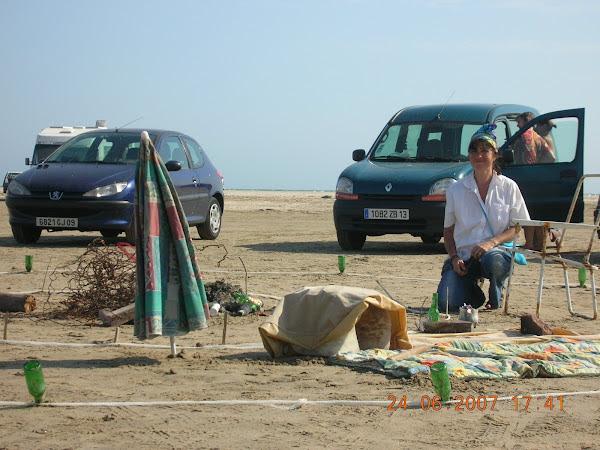 Land art 2007 : Camping-art-récup sur la plage de Piémanson, en Camargue, près des Salins-de-Giraud