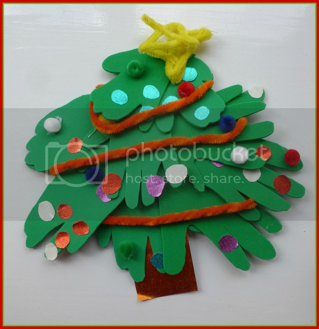 foam handprint Christmas tree