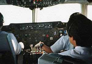English: Cockpit of a McDonnell Douglas DC-10-...