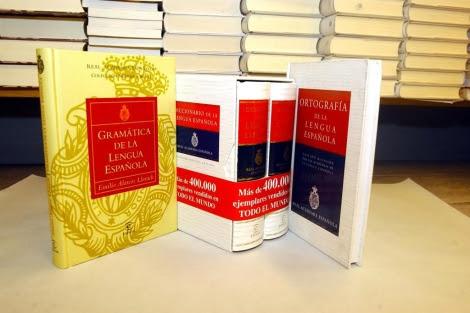 Ejemplares del Diccionario de la Real Academia Española. | Paco Toledo