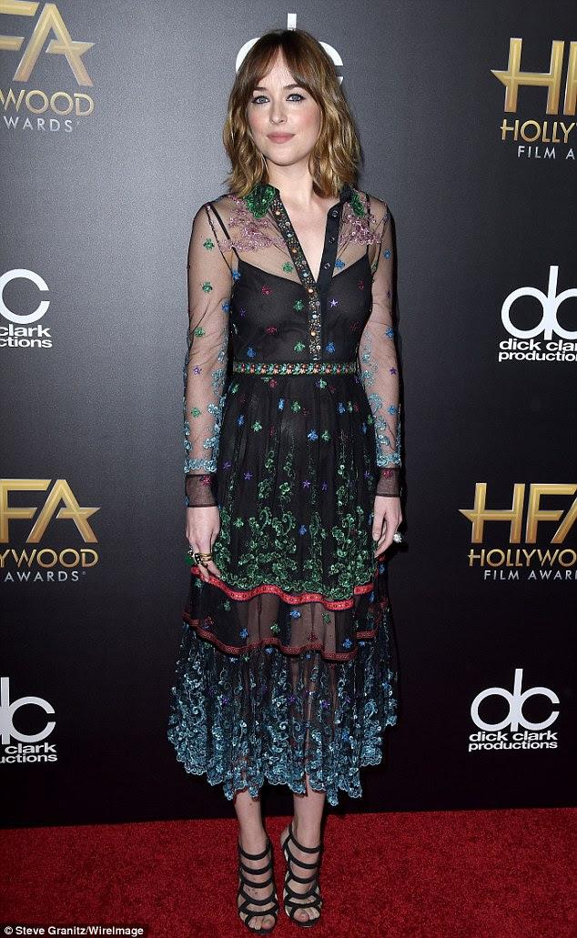 Roupeiro avarias: Jovem apresentador também colocar Dakota Johnson - balanço David Webb jóias - no ultra-pura preta da camisa-vestido, que revelou seus mamilos
