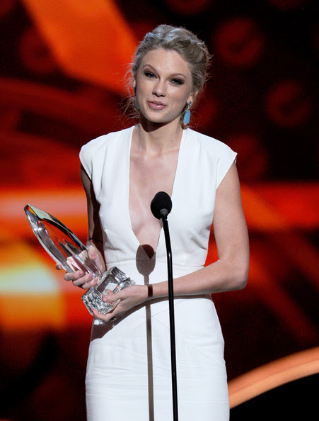 Taylor Swift Singer Taylor Swift, winner of Favorite Country Artist, onstage at the 39th Annual People's Choice Awards  at Nokia Theatre L.A. Live on January 9, 2013 in Los Angeles, California.