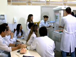 Estudantes de medicina terão exame obrigatório a cada 2 anos