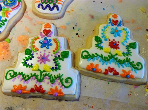 The Baking Fairy: mexican embroidery wedding cake cookies