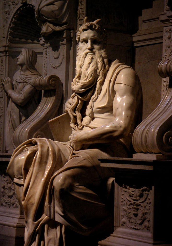 Pelos cornos de Moisés