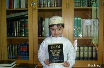 http://www.voa-islam.com/timthumb.php?src=/photos2/Azka_Tokoh/alexander-pert.jpg&h=235&w=355&zc=1