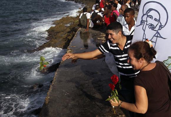 Flores para Camilo. Foto: Ladyrene Pérez/Cubadebate.