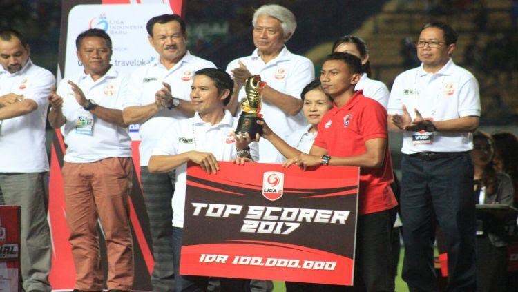 Rivaldi Bauwo (Kalteng Putra FC) raih Top Skorer berkat torehan 17 gol sepanjang Liga 2 2017. Copyright: © Indosport/Arif Rahman