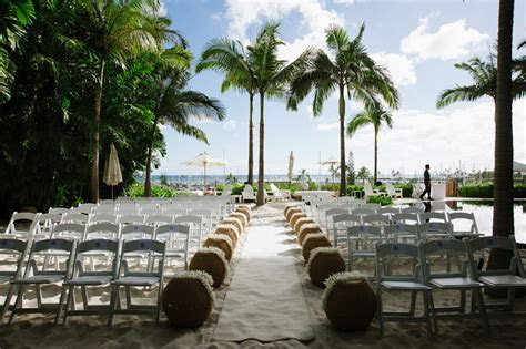 Kari & Joby: The Modern Honolulu   Oahu Hawaii Wedding