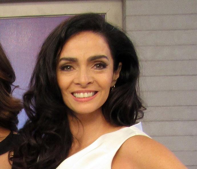 Claudia Ohana se prepara para ser Loretta, mãe dos filhos de Vittorio (Foto: Carolina Morgado / Gshow)