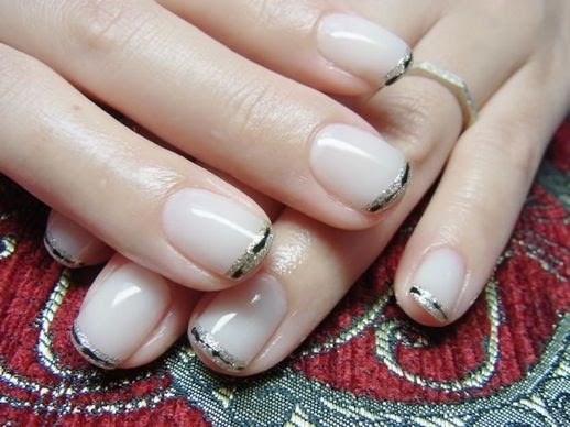 LE FASHION BLOG NAIL CANDY NUDE  BLACK GOLD SILVER GLITTER TIPS FRENCH MANICURE NAIL ART INSPIRATION 11 photo LEFASHIONBLOGNAILCANDYNUDEBLACKGOLDSILVERGLITTERTIPSFRENCHMANICURE11.jpg