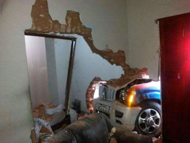 Acidente deixou estrutura de imóvel abalada em Natal (Foto: Salomão Varela)