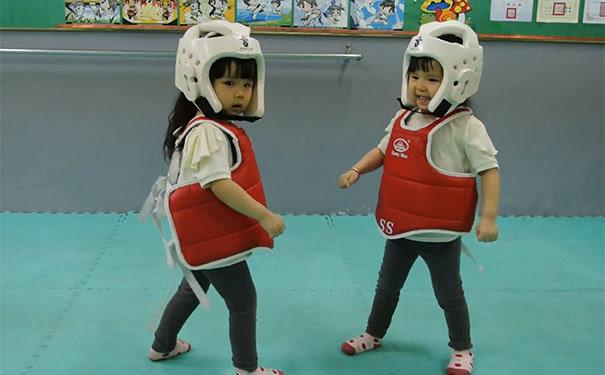 Ο πιο χαριτωμένος αγώνας Taekwondo που έχετε δει