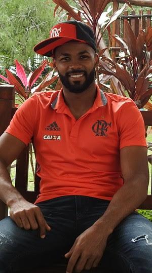 Fernandinho recebeu o GloboEsporte.com em seu condomínio (Foto: Fred Gomes/GloboEsporte.com)