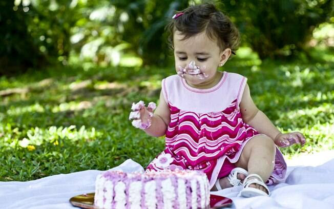 Crianças Destroem Bolo De Aniversário E Se Divertem Filhos Ig