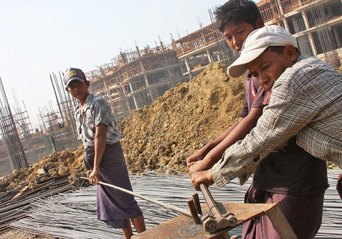 Construction workers at the Mingalar Mandalay project on January 21. (Phyo Wai Kyaw/The Myanmar Times)