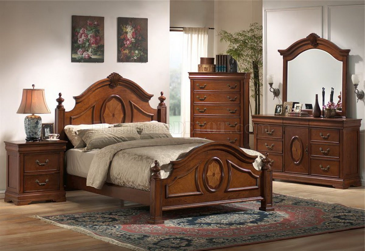 Rich Caramel Finish Classic Bedroom Set w/