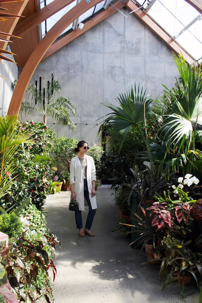 Eileen Fisher Silk White Jacket Spring Green Linen Tee Cropped Jeans Suede Mule Sandals Aviator Sunglasses Grey Mini Bag Low Bun Tower Hill Botanical Garden Le Fashion Blog
