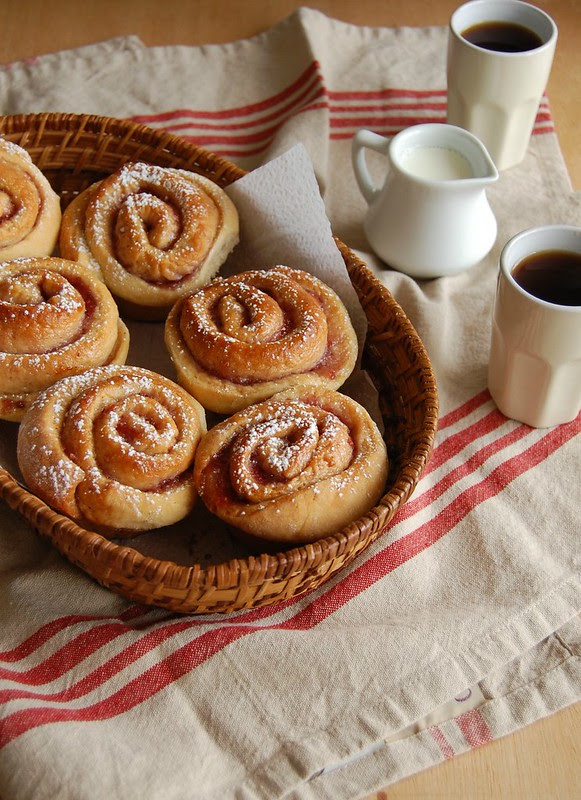 Raspberry jam rolls / Pãezinhos de geleia de framboesa