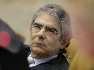 O ministro Ayres Britto no julgamento da Lei da Ficha Limpa; ele deu o sexto voto favorável à aplicação da lei (Foto: Felipe Sampaio / STF)