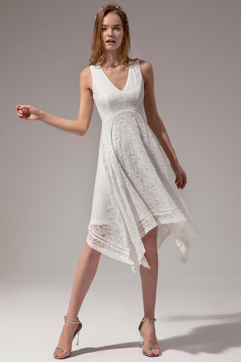 asymmetrisches weißes spitzenkleid mit v-ausschnitt