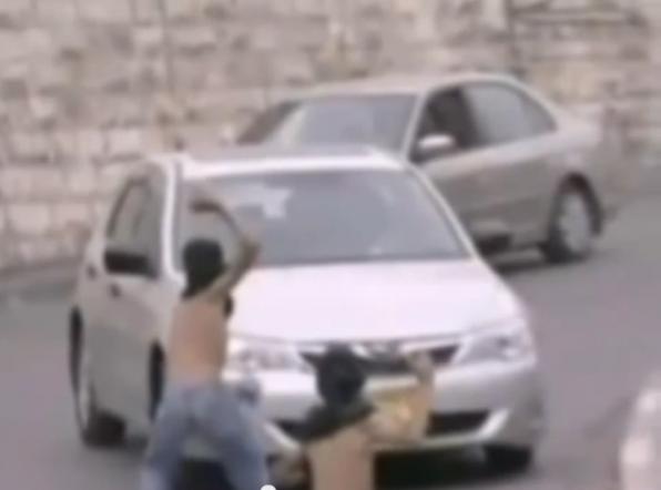 Palestinian Children throw rocks Jerusalem