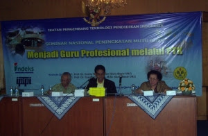 Prof Dr. Yusufhadi Miarso dan Prof. Dr. Conny R. Semiawan