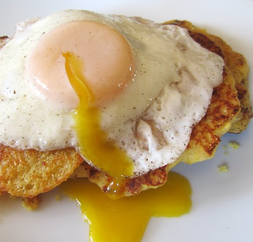 Fried Egg w/ Bacon Cornmeal Pancakes