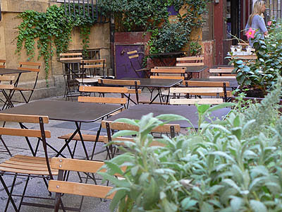 tables et chaises.jpg