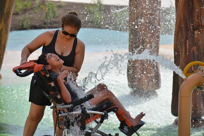 perierga.gr - Άνοιξε το πρώτο πάρκο νερού για άτομα με ειδικές ικανότητες και είναι εκπληκτικό!