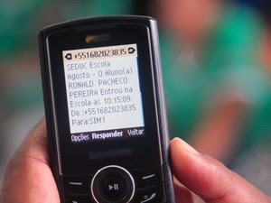Pais recebem mensagem de texto com informações sobre a presença dos filhos (Foto: Divulgação / Ascom)