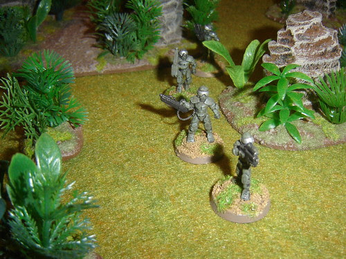 EuroFed Marines - Weapons Team move through cover
