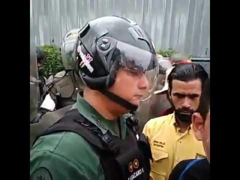 Los Guardias Que Reprimen Tienen Hasta Las Botas Rotas