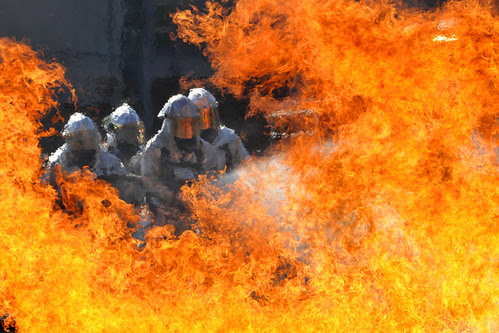 Florida and Virginia Guardsmen, firefighters extinguish a fire in a live-fire training simulator by The National Guard